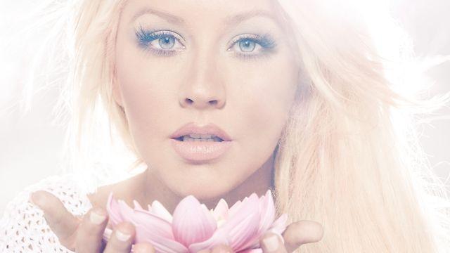 Christina+Aguilera%E2%80%99s+new+album+proves+she%E2%80%99s+still+%E2%80%9Ca+genie+in+a+bottle%E2%80%9D