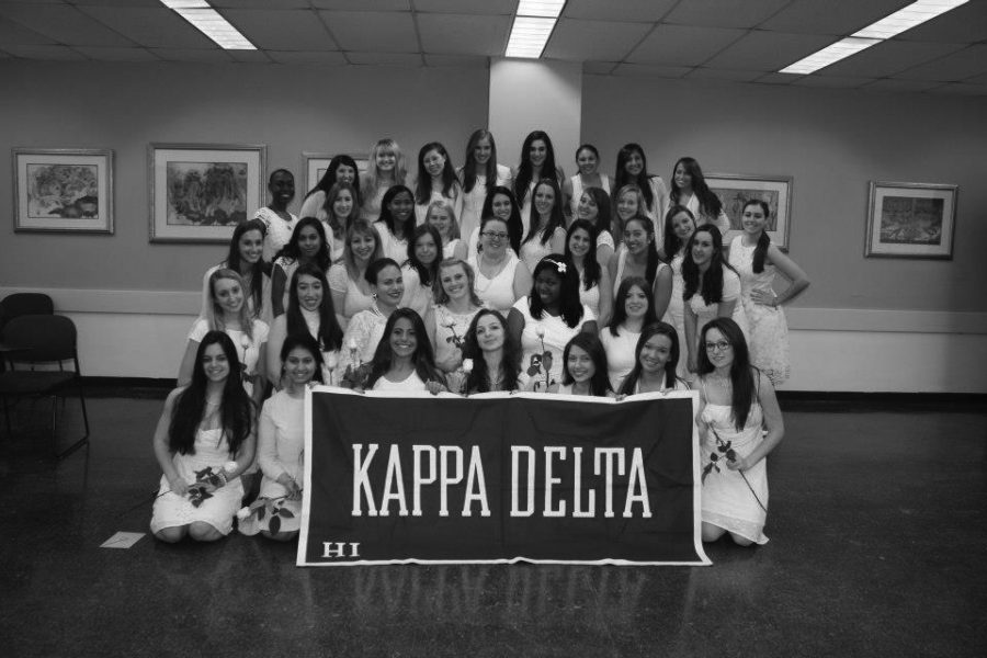 Kappa+Delta+gives+back+to+community