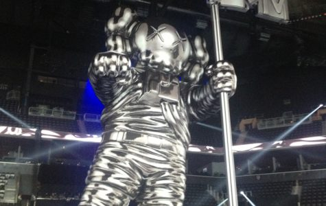 The larger-than-life moonman that adorned the 2013 VMA stage. Photo by Shannon McMahon