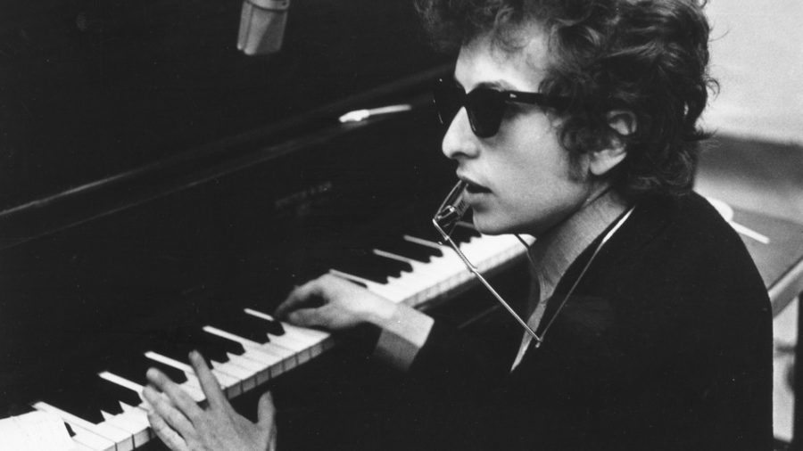 Musician+Bob+Dylan+awarded+historic+Nobel+Prize