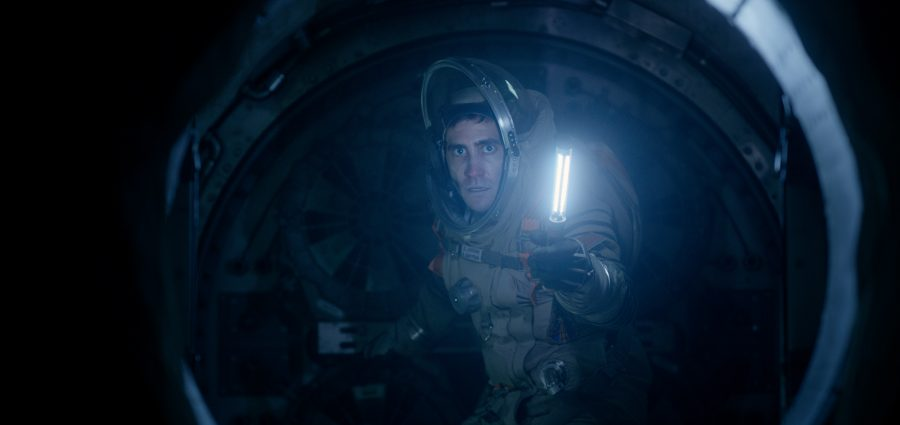 """Life"" does little to breathe air into the sci-fi genre"
