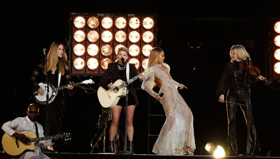 Beyonce and The Dixie Chicks perform