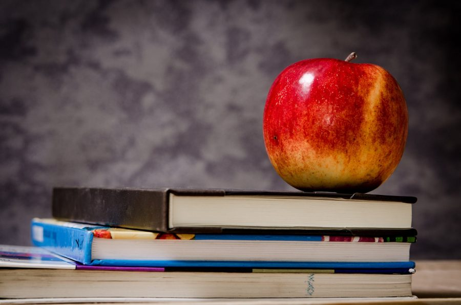 https://www.pexels.com/photo/close-up-of-apple-on-top-of-books-256520/