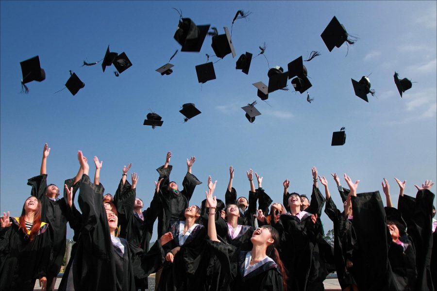 https%3A%2F%2Fwww.pexels.com%2Fphoto%2Faccomplishment-ceremony-education-graduation-267885%2F